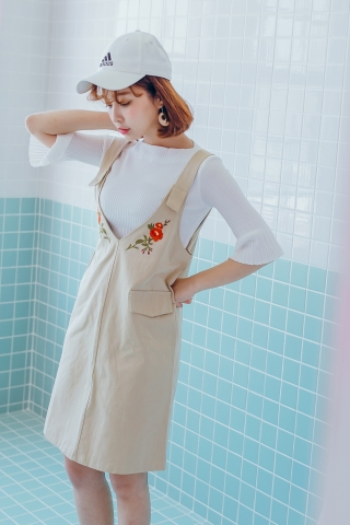 FLORAL EMBROIDERED PINAFORE DRESS IN CREAM