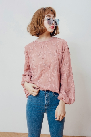 3D FLORAL PUFFY SLEEVE BLOUSE