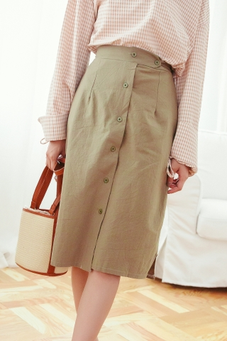 BUTTON-FRONT SKIRT IN OLIVE GREEN