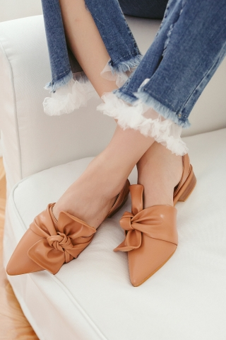 RIBBON POINTED TOE SANDALS IN BROWN