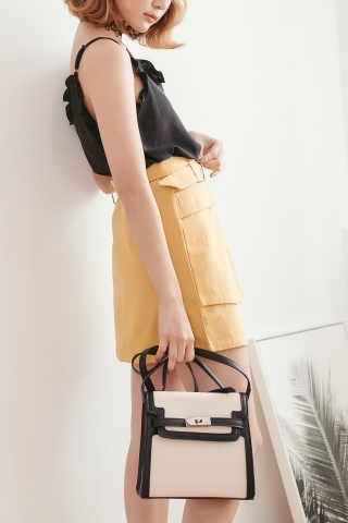 CANVAS TRIMMED SLING BAG IN BLACK