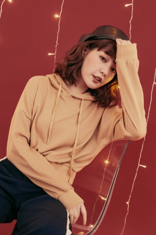 FRENCH TERRY CROPPED HODDIE IN MUSTARD