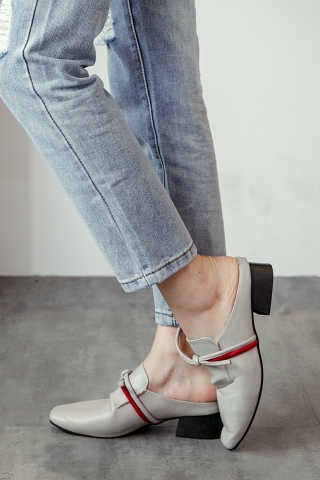 DOUBLE STRAPPY MULES IN GREY