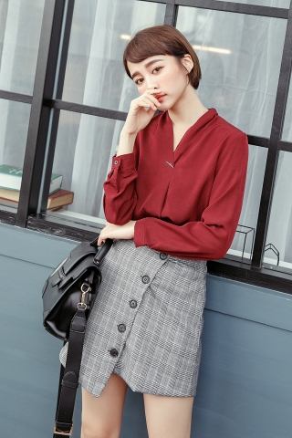 V-NECK CHIFFON BLOUSE IN RED