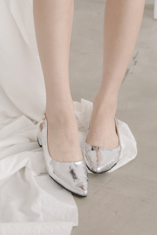 (BACKORDER) CLASSIC POINTED TOE HEELS IN SILVER