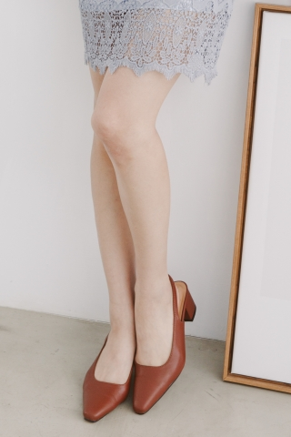 CLASSIC POINTED SLINGBACK HEELS IN BROWN