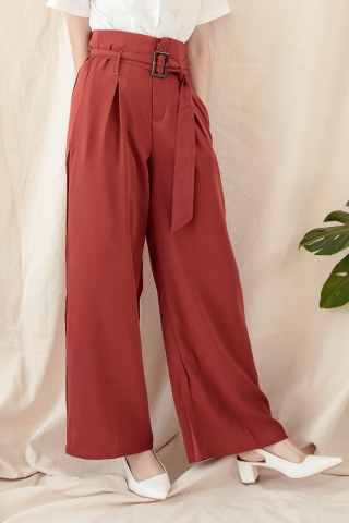 WIDE-LEG BELTED PANTS IN BRICK RED