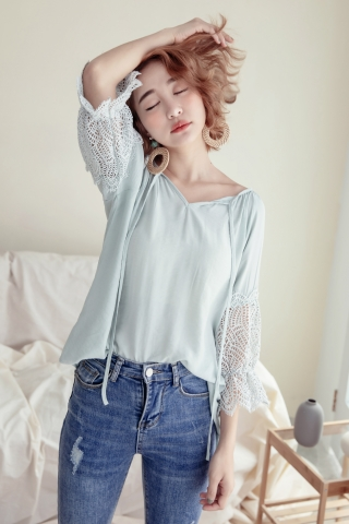 HONEY LACE SLEEVE BLOUSE IN MINT