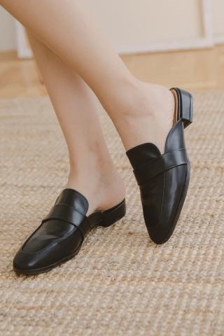 VELY-TOE SLIP-ONS IN BLACK