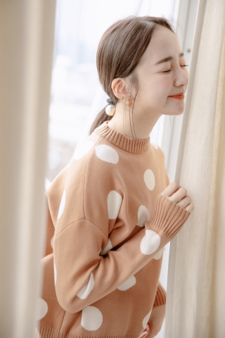 EVERY ' DAY POLKA DOT SWEATER IN BROWN