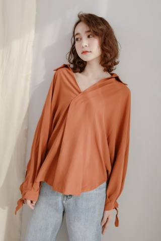 LITTLE V-NECK COLLAR SHIRT IN PUMPKIN