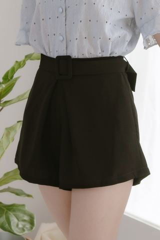 DAILY BELTED TAILORED SHORTS IN BLACK