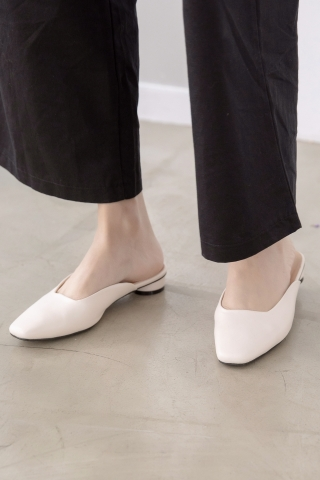 365 DAYS SQUARE TOE MULES IN CREAM