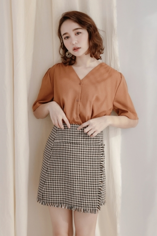 DAILY BASIC BUTTON DOWN BLOUSE IN BROWN