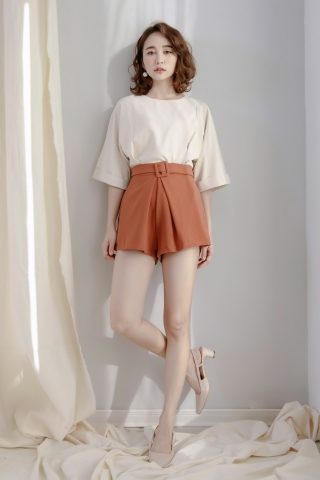 DAILY BELTED TAILORED SHORTS IN BROWN