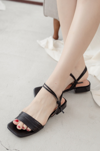 22DAYS STRAPPY SANDALS IN BLACK