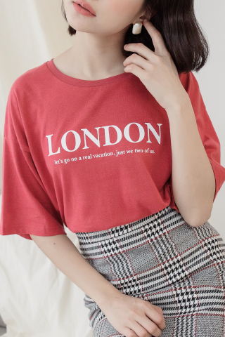 LONDON' UNISEX SLOGAN T-SHIRT IN HONEY RED