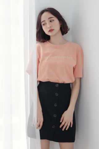 ' MAISON ' SLOGAN T-SHIRT IN BABY PEACH
