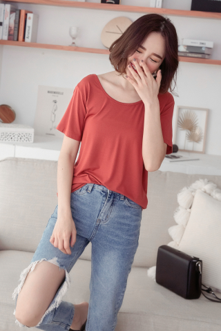 SUNDAY CROSSOVER-BACK SOFT TEE IN RUST RED