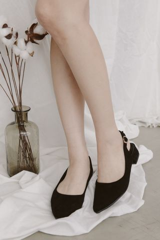 CLASSIC POINTED TOE HEELS IN BLACK