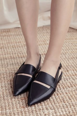 DETAIL BUCKLE LEATHER SLINGBACKS IN BLACK