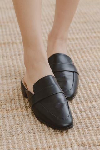 VELY-TOE SLIP-ONS IN BLACK