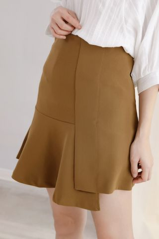 LES BASIC ASYMMETRICAL SKIRT IN OLIVE