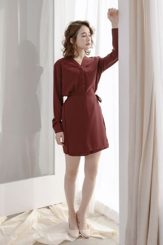 LES WRAP BUTTON DOWN DRESS IN MAROON