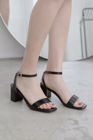 365 DAYS STRAPPY HEELS IN BLACK