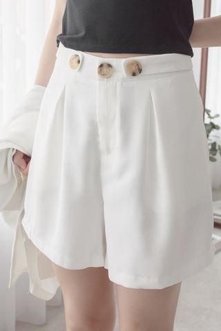EVERYDAY SHORTS IN WHITE