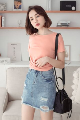 (BACKORDER) A LITTLE DAY TWIST-FRONT TEE IN PEACH