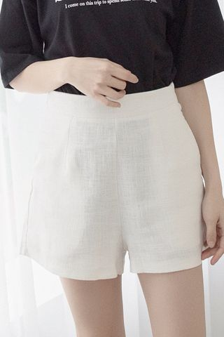 22DAYS BASIC TAILORED SHORTS IN WHITE