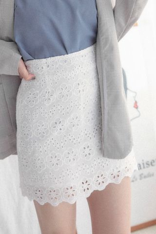 EVERYDAY EYELET SKIRT IN WHITE
