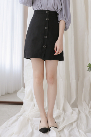 PEANUT DAY BUTTON SKIRT IN BLACK