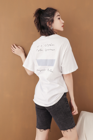 KISSES DAY ' BENJAMIN ' SLOGAN T-SHIRT IN WHITE