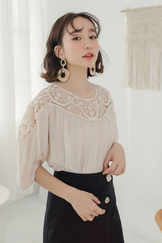 KISSES DAY LACE PANEL TOP IN BEIGE