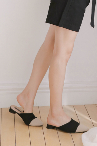 HONEY YU KOREA SLIP-ONS IN BLACK