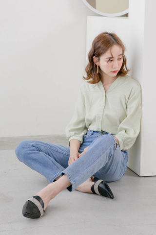 (BACKORDER) ALL DAY V-NECK PUFFY SLEEVE TOP IN AVOCADO