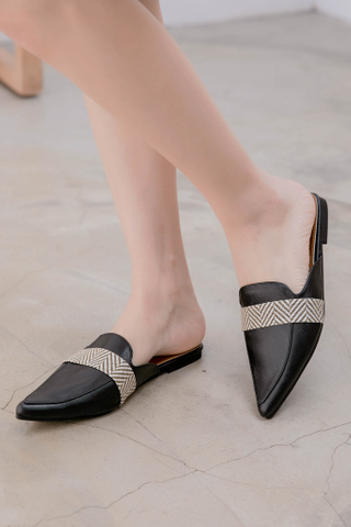 QUILA DE KOREA POINTED SLIP-ONS IN BLACK