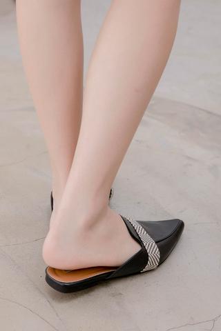 QUILA DE KOREA POINTED SLIP-ONS IN BLACK