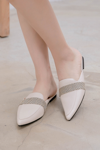 QUILA DE KOREA POINTED SLIP-ONS IN CREAMY