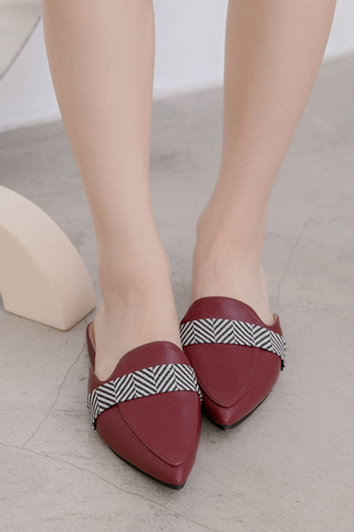 QUILA DE KOREA POINTED SLIP-ONS IN WINE