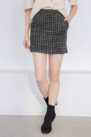 BUT LOVE PLAID TWEED DOUBLE POCKET SKIRT IN BLACK