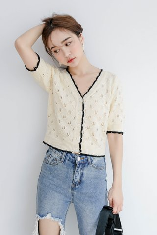 LE FOUR CONTRAST BUTTON-UP TOP IN CREAMY