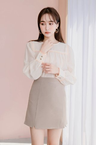 DE YOU KR CONTRAST BLOUSE IN CREAMY