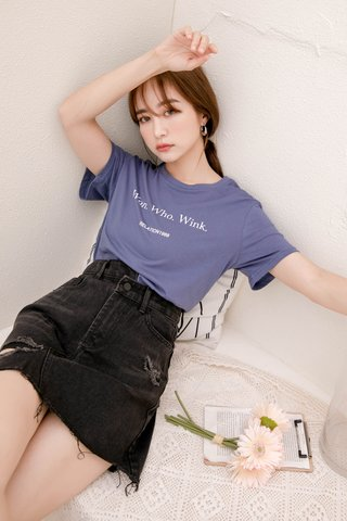 SUNDAY KR 'WON WHO WINK' SLOGAN TEE IN DUSTY BLUE