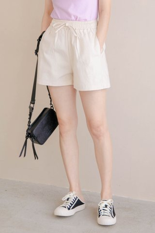 HONEY YU KR -5KG DRAWSTRING SHORTS IN CREAM