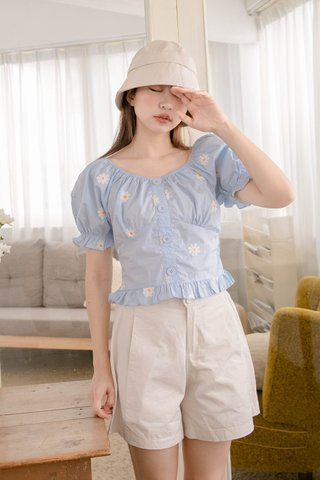 (BACKORDER) PEANUT KR EMBROIDERY DAISY RUFFLED TOP IN BABY BLUE