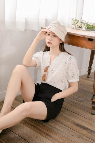 LE COUR KR EYELET FLORAL EMBROIDERY TOP IN WHITE