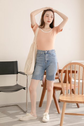(BACKORDER) HOLY KR BASIC CONTRAST TOP IN BABY CORAL